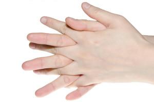 Hände verreiben sich ineinander